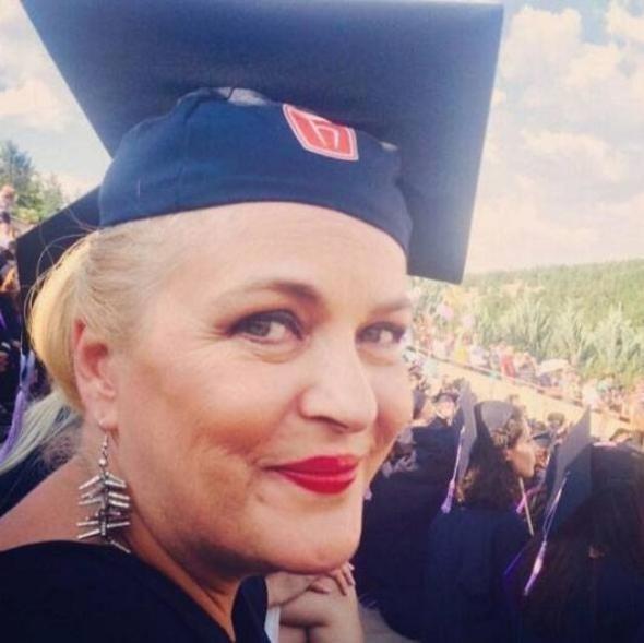 Müge Anlı'nın üniversite mezuniyet töreninden fotoğraflar! İşte ünlülerin lise ve üniversitedeki halleri! 17 Nisan