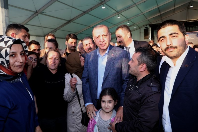 Başkan Erdoğan İstiklal Caddesi'nde yürüdü .
