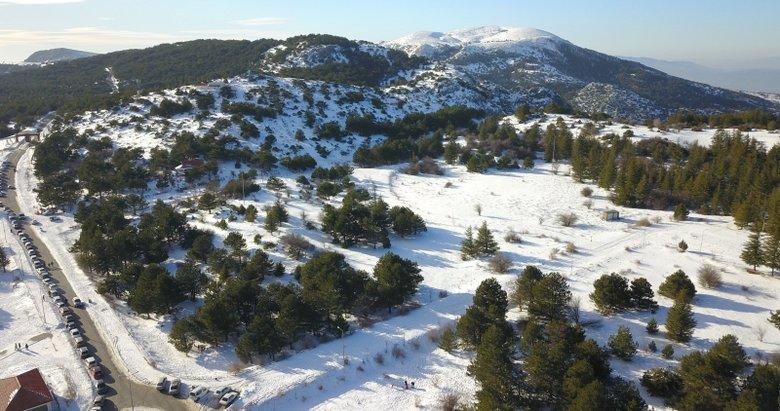 Spil Dağı Milli Parkı'nda kar manzarası havadan görüntülendi