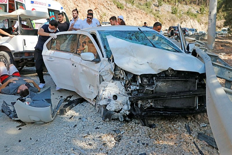 Fethiye'de otomobil ile cip çarpıştı, çok sayıda yaralı var