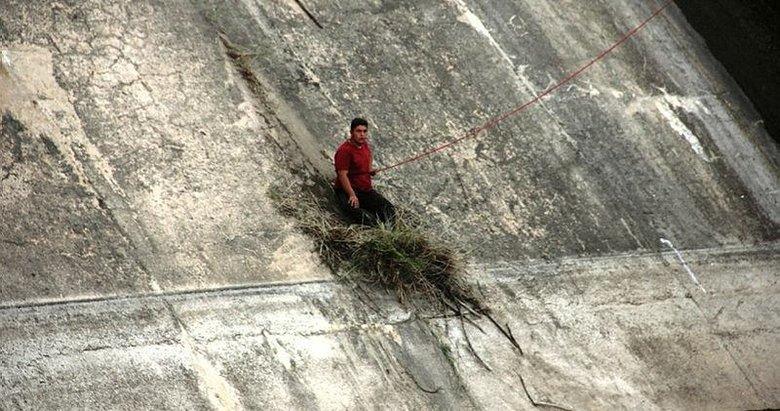 Duvar kenarındaki otlar sayesinde hayata tutundu! Bir gencin ise cansız bedenine ulaşıldı