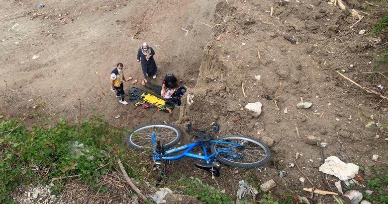 Bisikletiyle 10 metrelik uçurumdan düşen çocuk ölümden döndü
