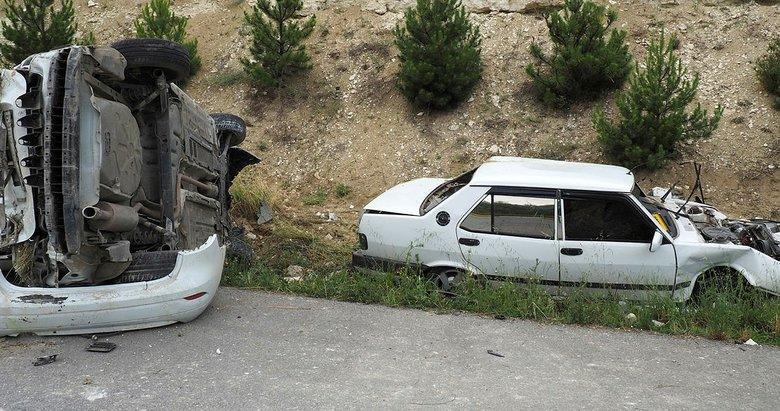 Uşak'ta feci trafik kazası: 1 ölü, 3 yaralı