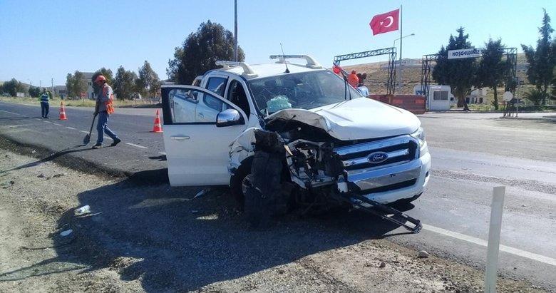 İzmirde otomobil ile kamyonet çarpıştı: 1 ölü