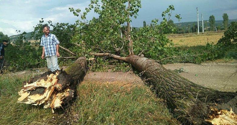 Kütahya'da 15 dakikalık yağış ve fırtına hayatı felç etti