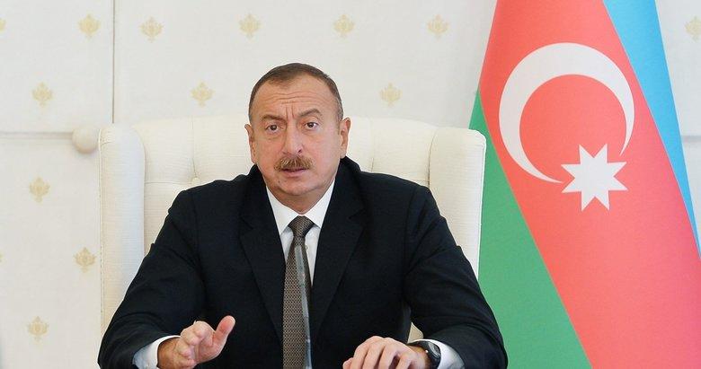 Son dakika:Tarihi Hudaferin Köprüsü'ne Azerbaycan bayrağı dikildi