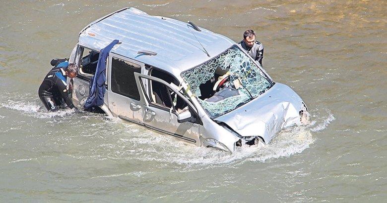 Kanala düşen sürücü drone ile aranıyor