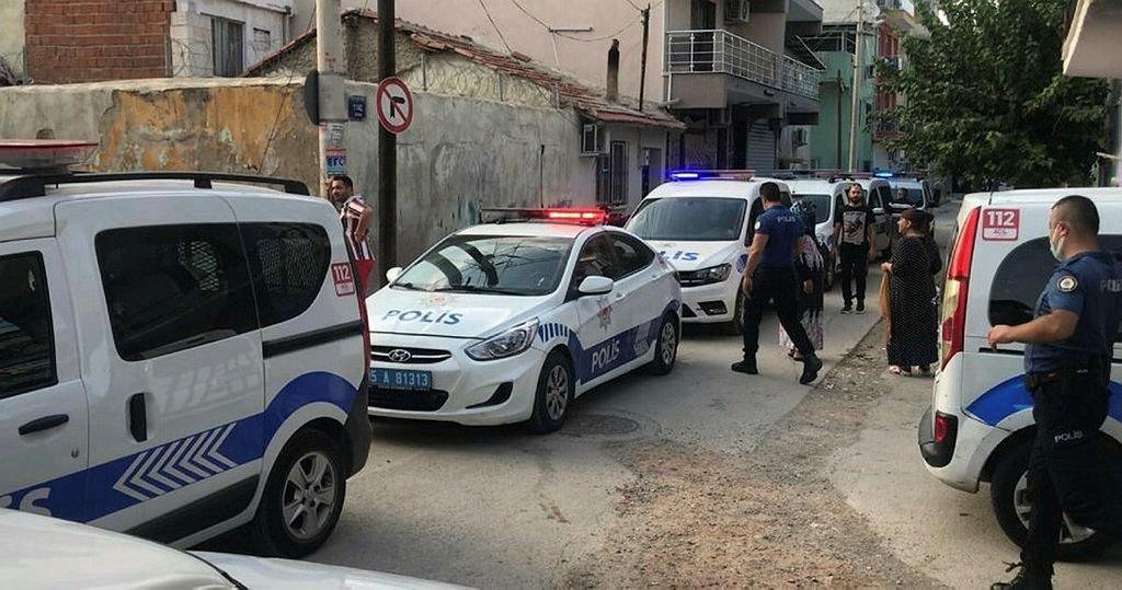 İzmir'de husumetlilerinden aileye silahlı saldırı