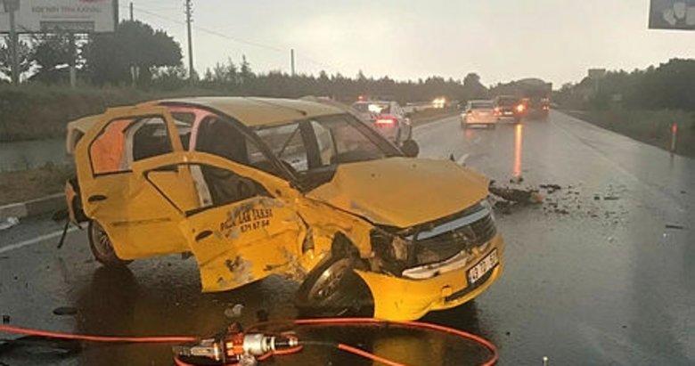 Uşak'ta hasta taşıyan ticari taksi kaza yaptı: 2 ölü, 5 yaralı