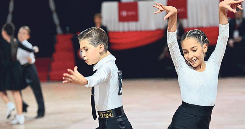 İzmirin şampiyon dansçıları