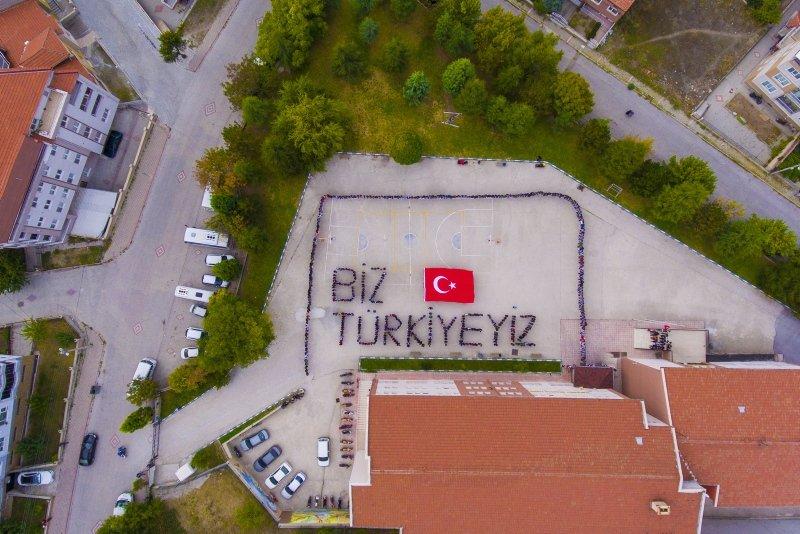 Kütahyalı öğrencilerden Biz Türkiye'yiz koreografisi
