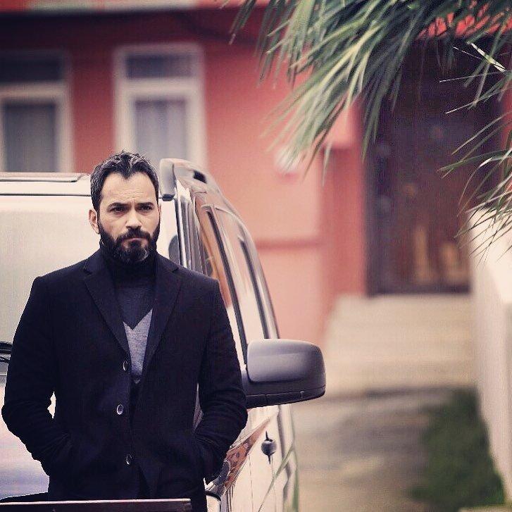 Hercai'nin yıldızı Serdar Özer eşiyle Instagram'ı salladı