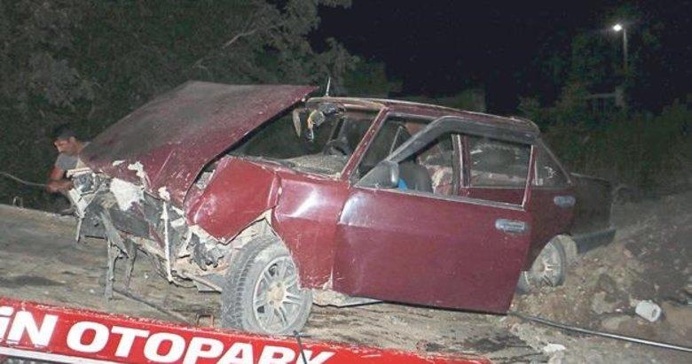 Otomobil toprak yığınına çarptı