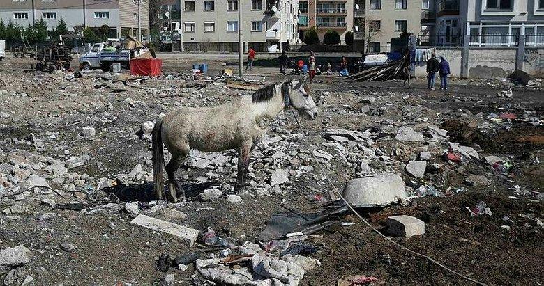 Karşıyaka'da yıkım operasyonu: Hurdacı çadırları kaldırıldı