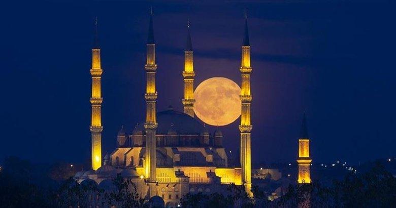 Kadir Gecesi mesajları ile sevdiklerinizi hatırlayın! En güzel, en şık, en yeni dualı Kadir Gecesi mesajları!