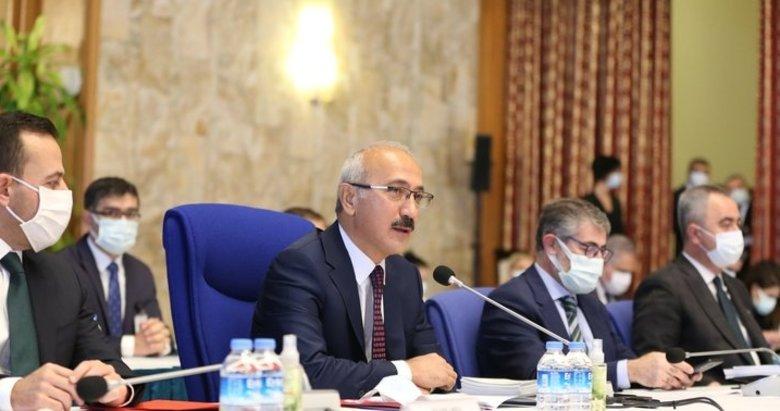 """Hazine ve Maliye Bakanı Lütfi Elvan'dan """"ekonomide istikrar ve reform"""" mesajı"""