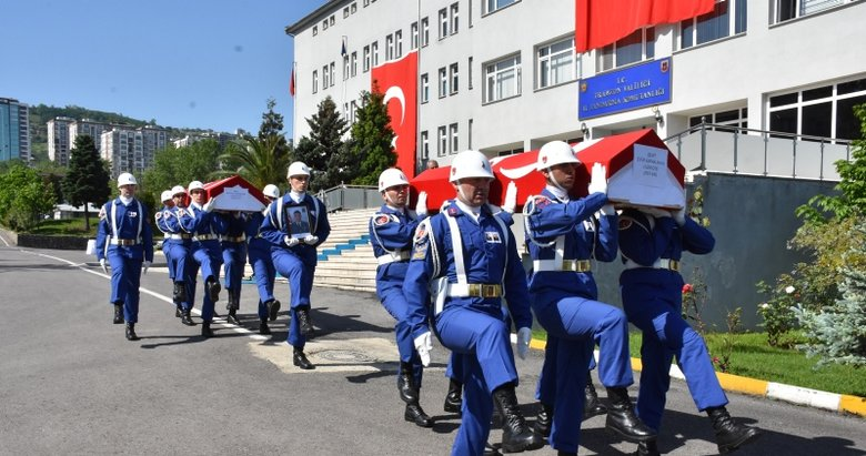 Arama çalışmalarında şehit düşen 2 asker için tören düzenlendi