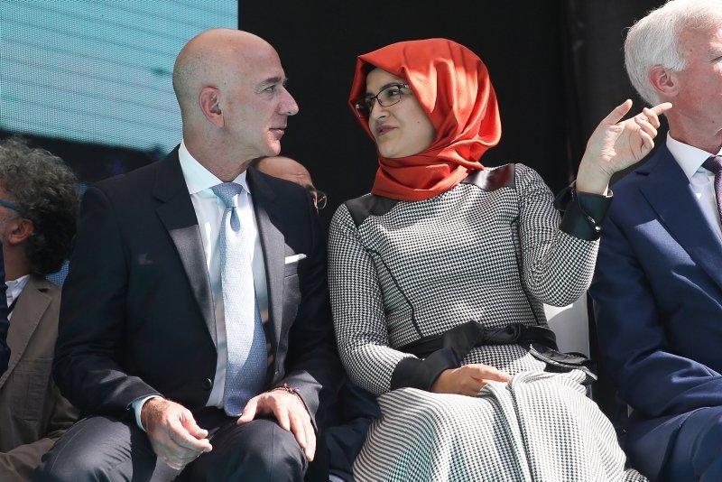 Amazon'un CEO'su Jeff Bezos Cemal Kaşıkçı'yı anma töreni için İstanbul'a geldi