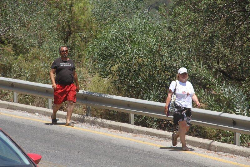 Ölüdeniz'e ulaşmak için kilometrelerce yürüdüler
