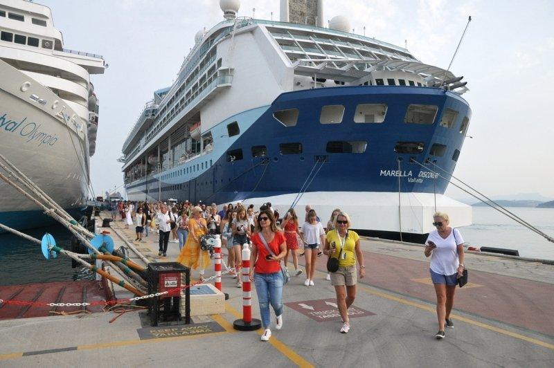 Aydın'da tatil cenneti Kuşadası'na turist akını! Bayram sonrası kruvaziyer bereketi yaşanıyor