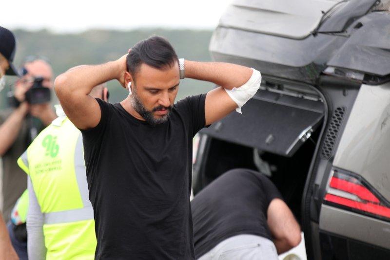 Şarkıcı Alişan Manisa'da kaza yaptı! Eşi ve oğlunun da içinde bulunduğu araç takla attı
