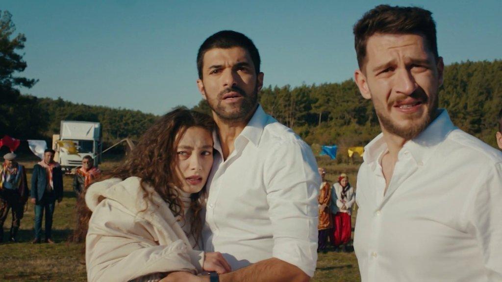 Sefirin Kızı dizisinin Nare'si Neslihan Atagül Doğulu ile Sancar Efe'si Engin Akyürek arasındaki gerçek şok etti!