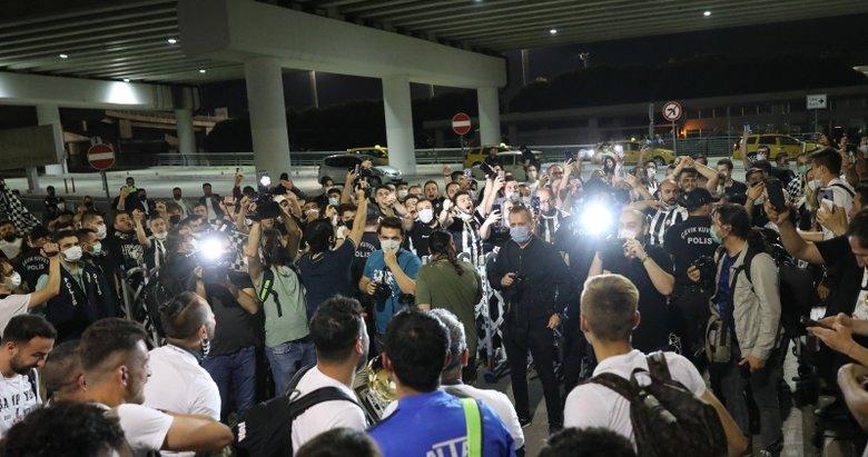 18 yıl sonra Süper Lig'e çıkan Altay, İzmir'de coşkuyla karşılandı