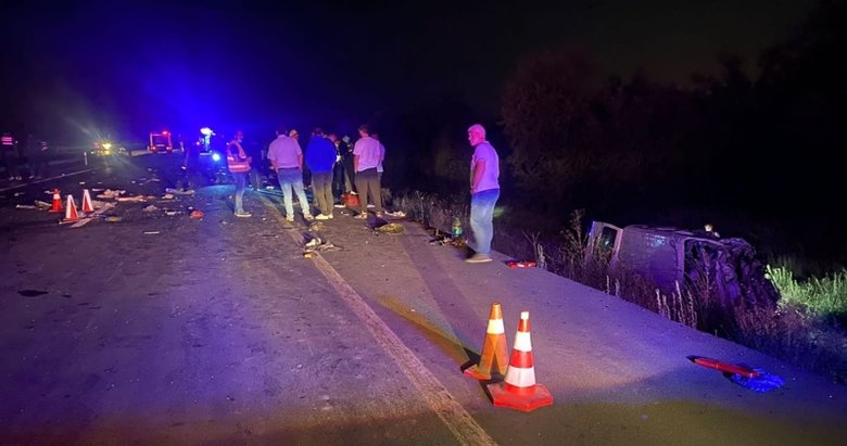 Afyon'da zincirleme kaza! Aynı aileden 4 kişi hayatını kaybetti