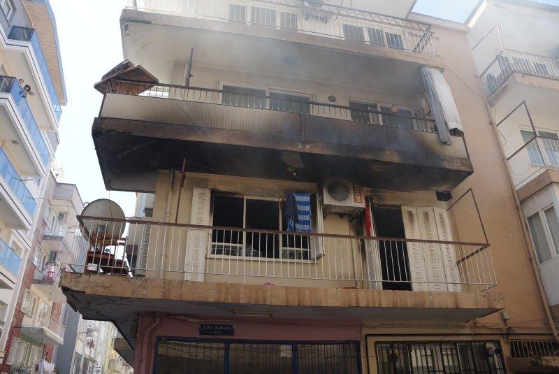 Aydın'da korkutan yangın! Vatandaşlar binaya tırmanarak...