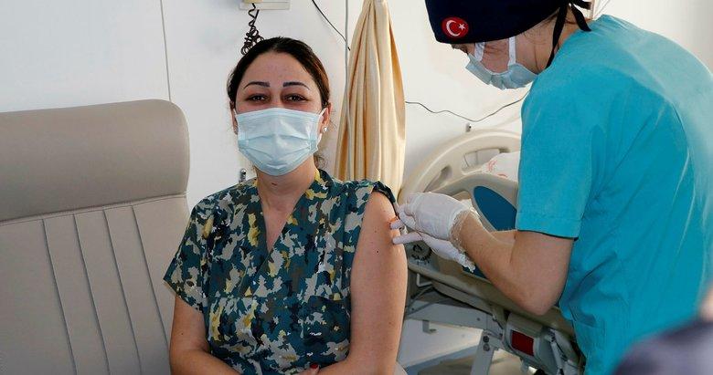 Muğla'nın turistik ilçelerinde sağlık çalışanlarına CoronaVac aşısı uygulanıyor