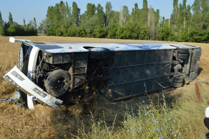Afyonkarahisar Çay'da feci kaza! Yolcu otobüsü devrildi .