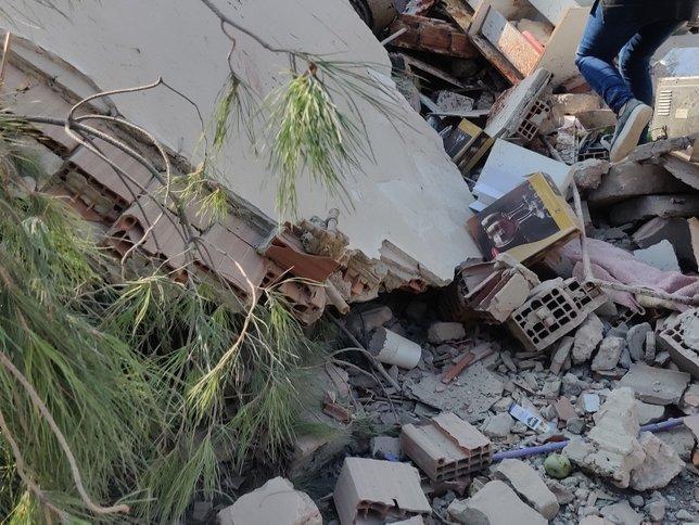 İzmir'deki şiddetli depremde yıkılan binalar var! İşte ilk fotoğraflar