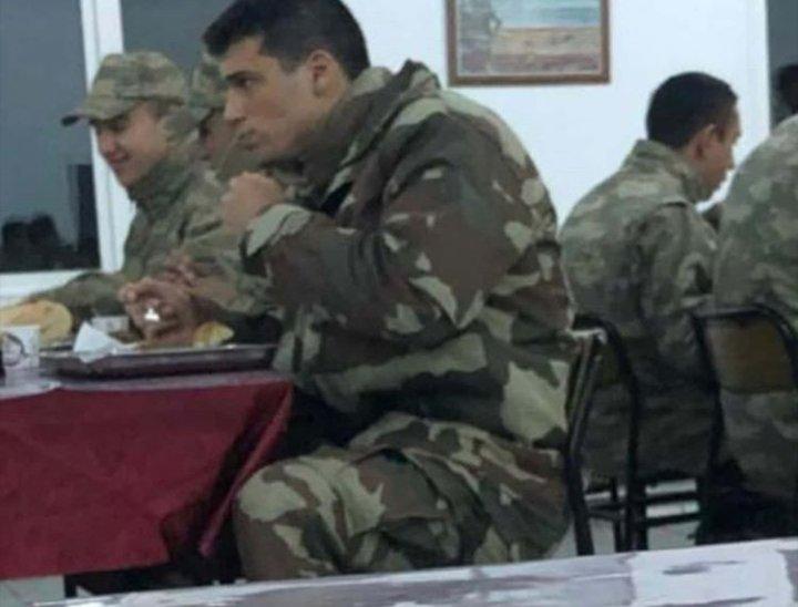 Can Yaman İzmir'de şafak sayıyor! Can Yaman kaç yaşında askere gitti?
