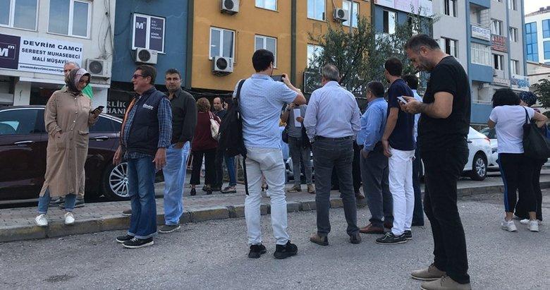 İstanbul'daki deprem sonrası halk sokaklara çıktı