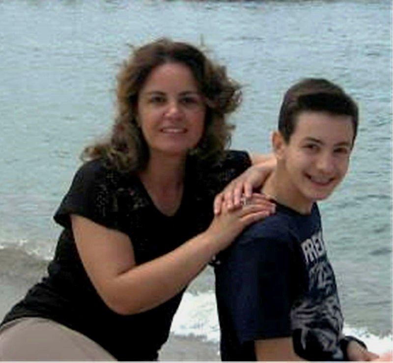 17 yaşındaki genç, anne ve babasını öldürüp intihar etti