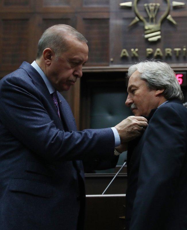 5 Belediye Başkanı AK Parti'ye geçti, rozetlerini Başkan Erdoğan bizzat taktı