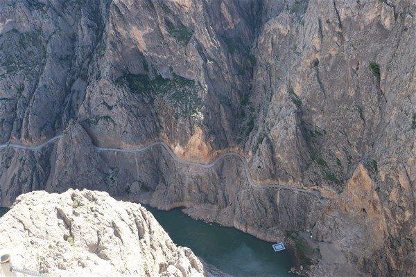 Dünyanın en tehlikeli yolu Türkiye'de! Yapımı 132 yıl sürdü