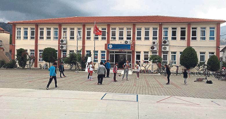 CHP, okullara destek değil köstek oluyor!