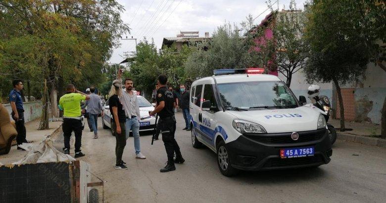 Manisa'da iki grup arasında silahlı çatışma! Yoldan geçenler dehşeti yaşadı: 4 yaralı, 5 gözaltı