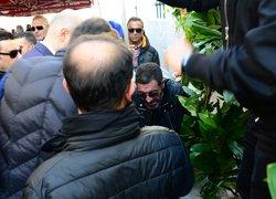 Hakan Altunun babasının cenazesinde olay çıktı