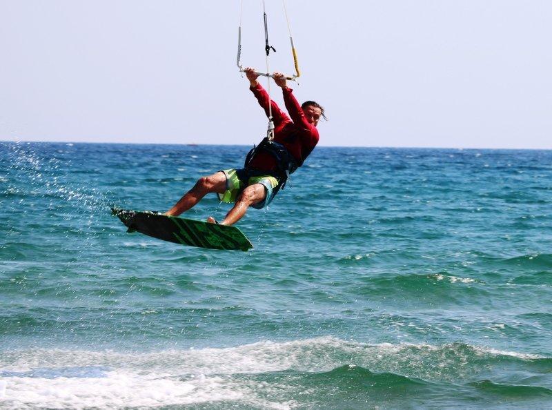 Sörf tutkunlarının yeni adresi Gökçeada! Turistler akın ediyor