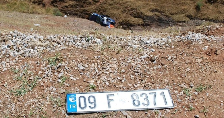 Manisa'da otomobil uçuruma devrildi