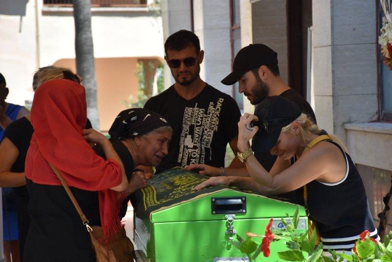 Şarkıcı Devran Çağlar Muğla'da toprağa verildi