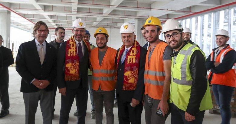 Bakan Kasapoğlu ve İzmir milletvekili Binali Yıldırım İzmir'de yapımı süren statları inceledi