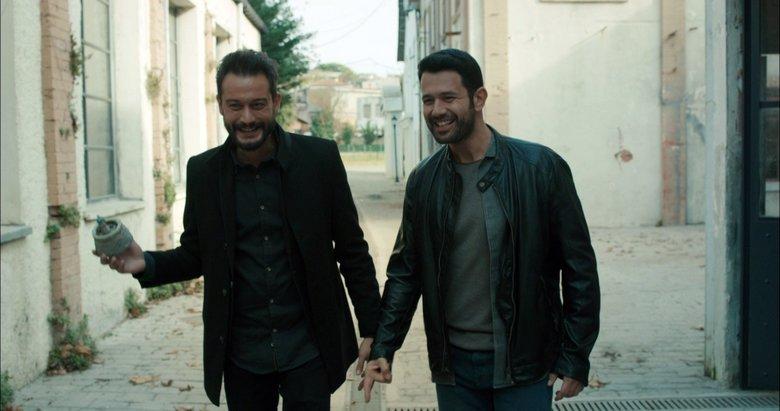 Kimse Bilmez'in yıldızları Keremcem ve Burak Serdar Şanal'dan Barış Manço şarkısı