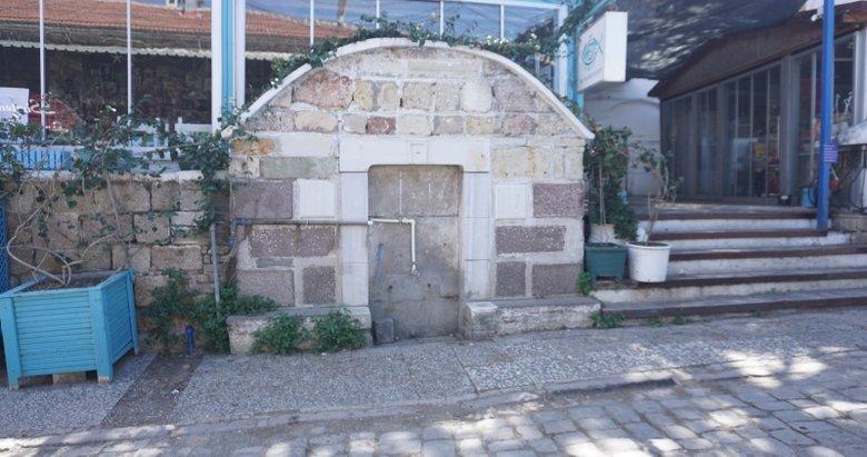 Foça'da tarihi çeşmeler ilgisiz kaldı! Vatandaştan CHP'li belediyeye tepki