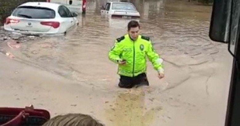 İzmir polisi sel felaketinde yardımdan yardıma koştu