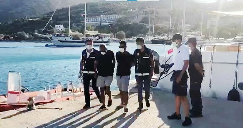 Datça'dan tekneyle Yunanistan'a kaçmaya çalışan 10 FETÖ şüphelisi yakalandı