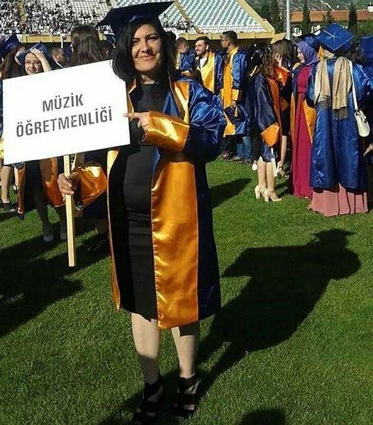 Muğlalı İlkay Kayadibi temizlik işçisi olarak girdiği üniversiteden müzik öğretmeni olarak mezun oldu