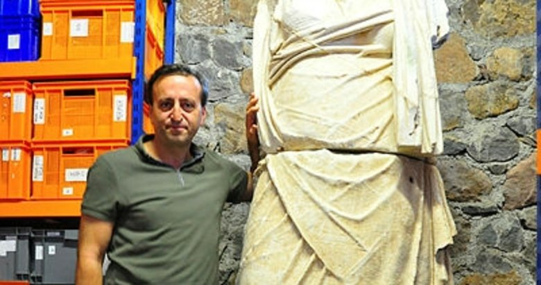 Manisa'da 2 bin 200 yıllık tanrıça heykeli sergileneceği günü bekliyor